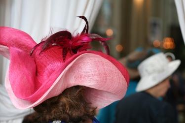 Un chapeau sur mesures, vu de dos