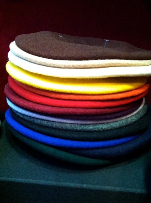 Des berets de tradition Française et de toutes les couleurs.