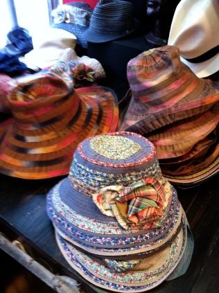 chapeaux roulables en ganses, petits et grands bords