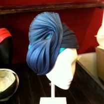 Turban, soie et buntal Pour le soir