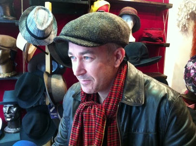 Jerome, Une casquette , bien chaude pour faire de la byciclette dans Paris.